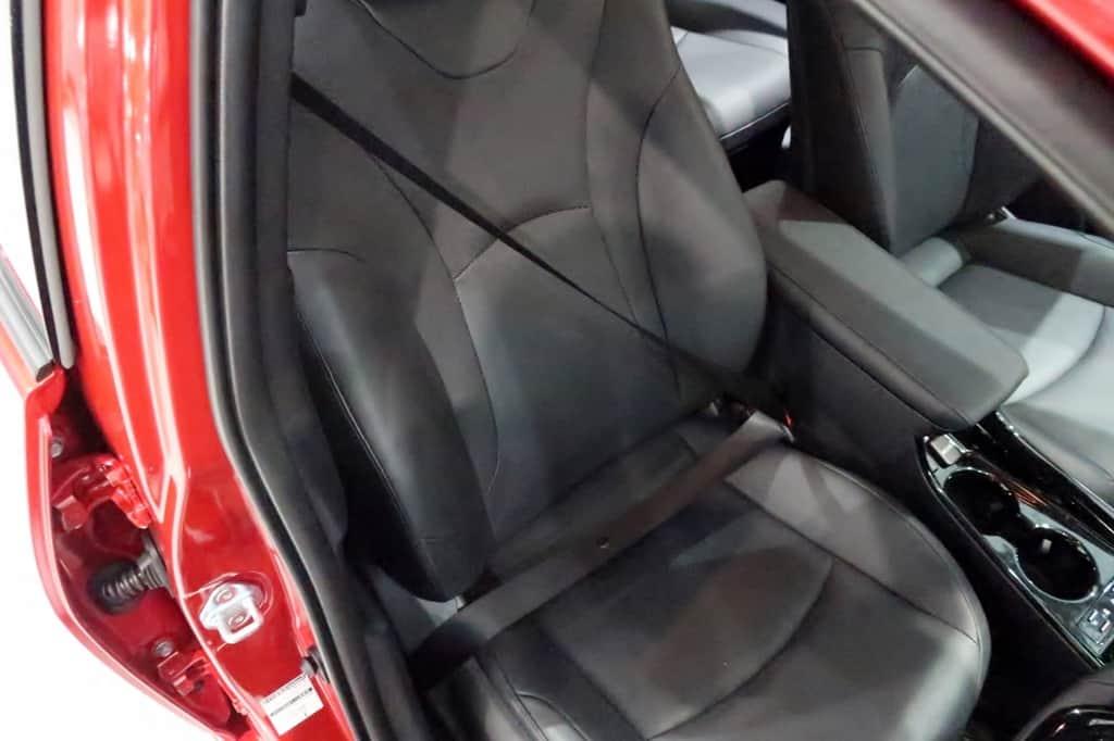 プリウス 運転席シートベルト