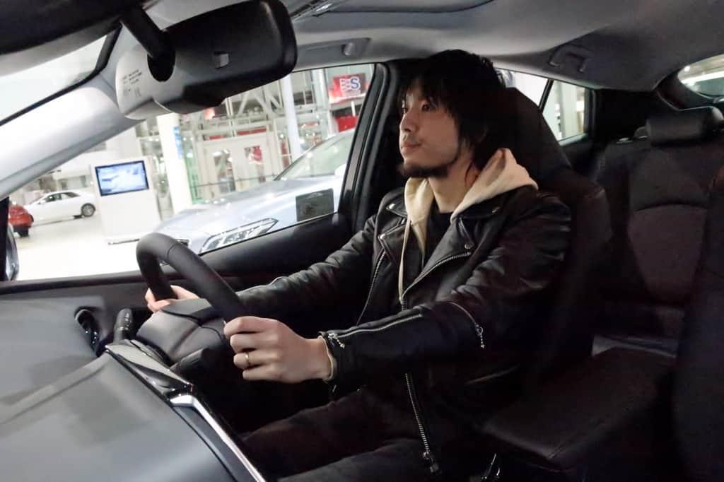 プリウス 運転姿勢