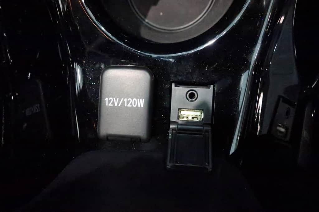 プリウス USB