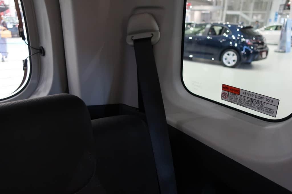 タンク 後部座席シートベルト