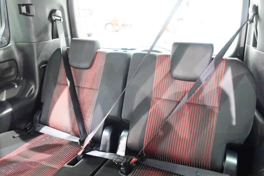 ヴォクシー サードシート シートベルト