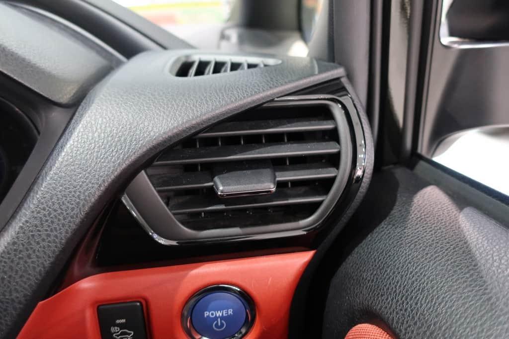ヴォクシー 運転席エアコン吹き出し口