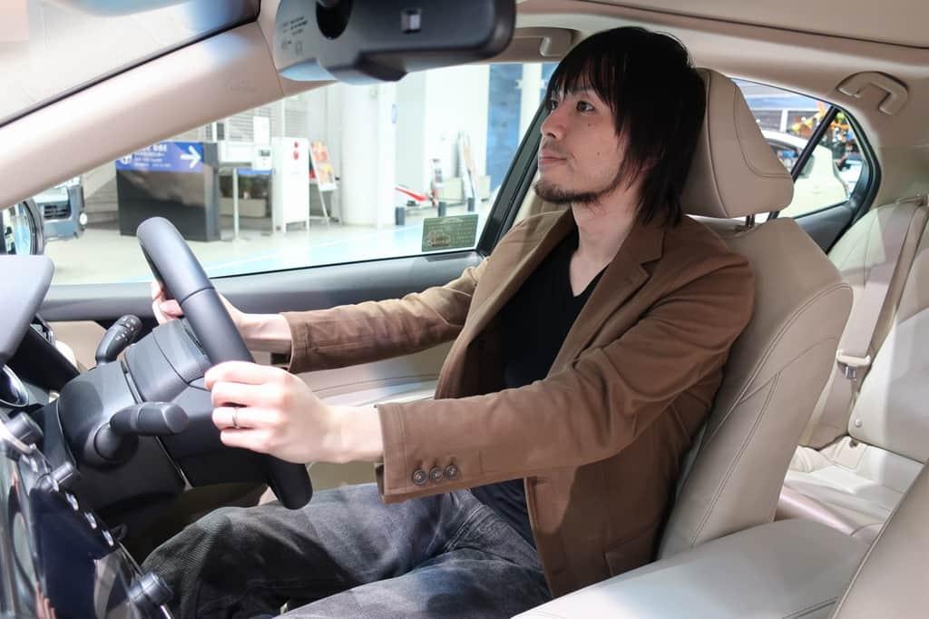 カムリ 運転姿勢