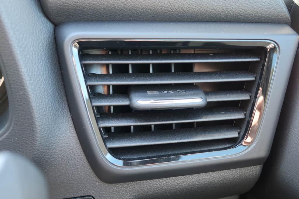 リーフ 運転席エアコン吹き出し口