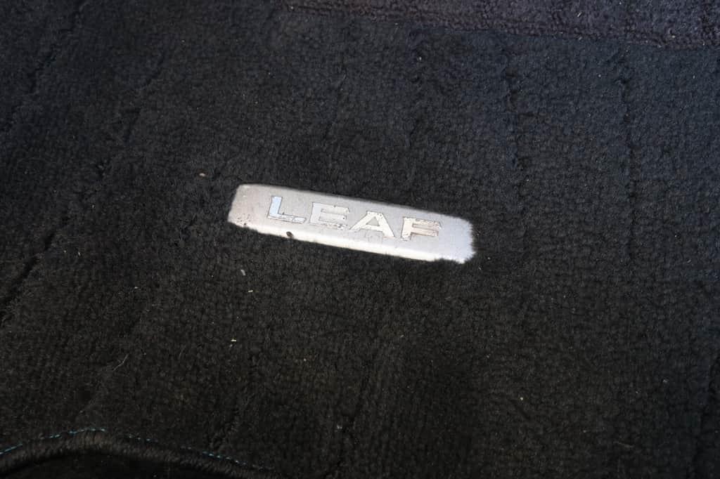リーフ フロアマット ロゴ