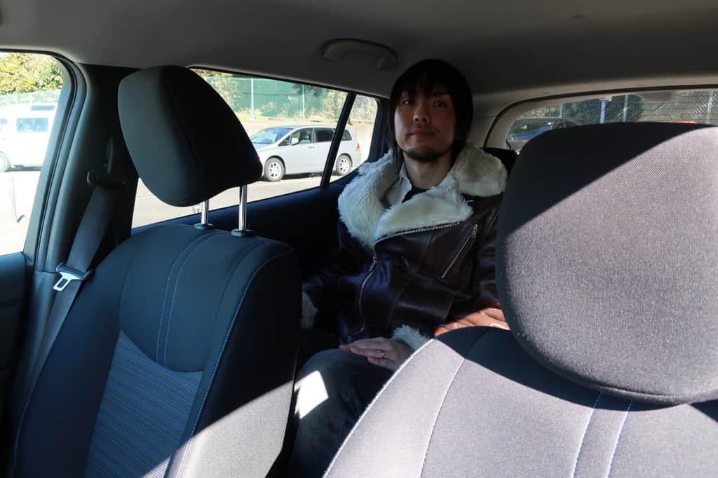 リーフ 後部座席姿勢