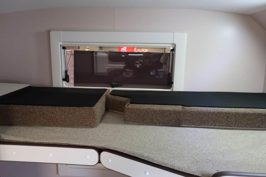 ハイエース TOM200 ベッド