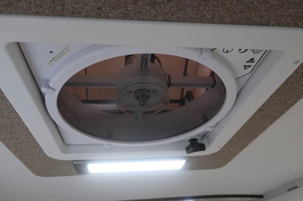 ハイエース TOM200 換気扇