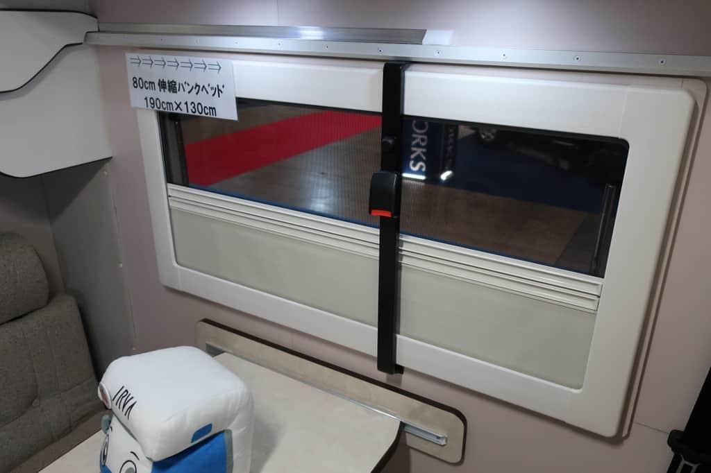 ハイエース TOM200 窓