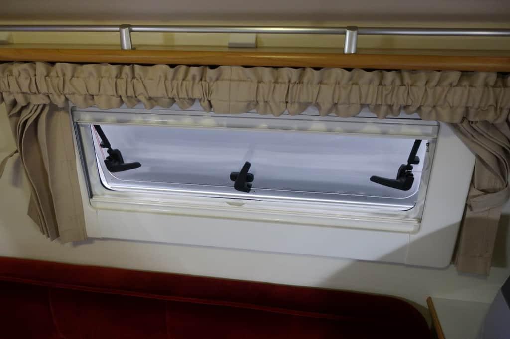 ハイゼット バロッコ 窓