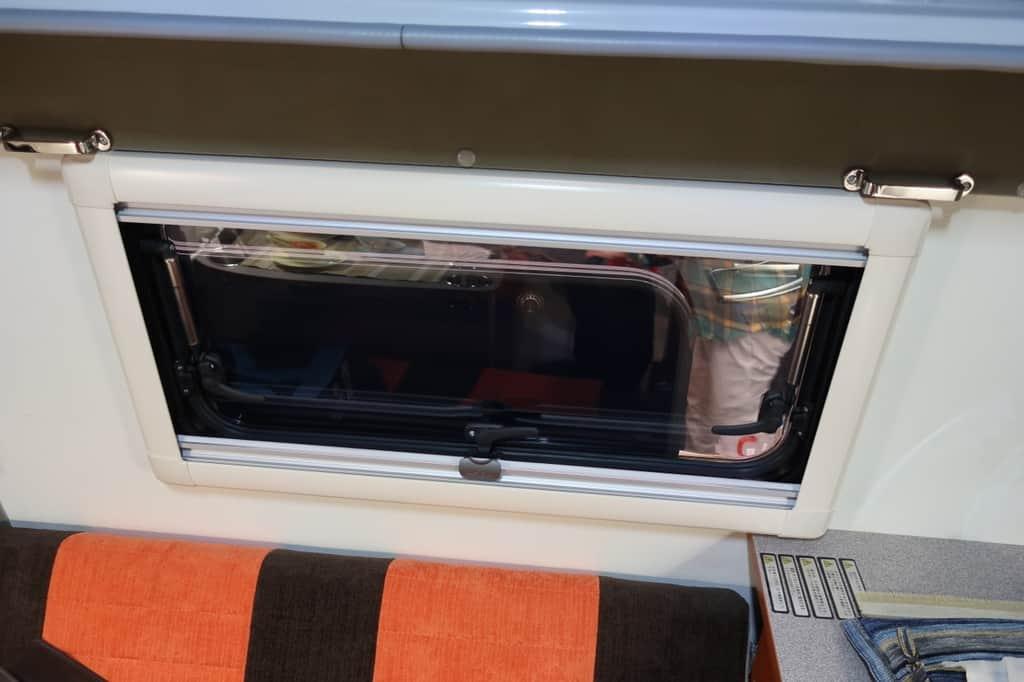ハイゼット インディ727L 窓
