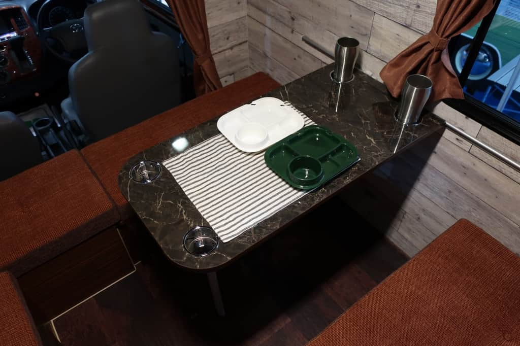 ライトエース レジストロアウル テーブル