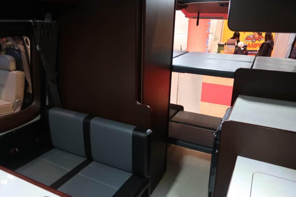 NV350 ツインズフォー 居住スペース