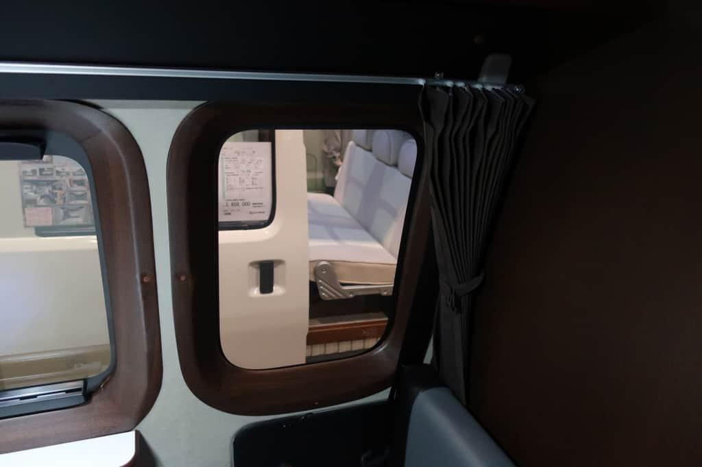 NV350 ツインズフォー 窓