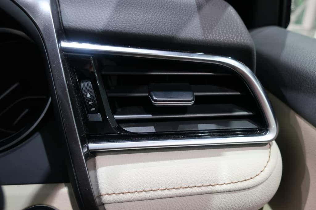 カムリ 運転席エアコン吹き出し口