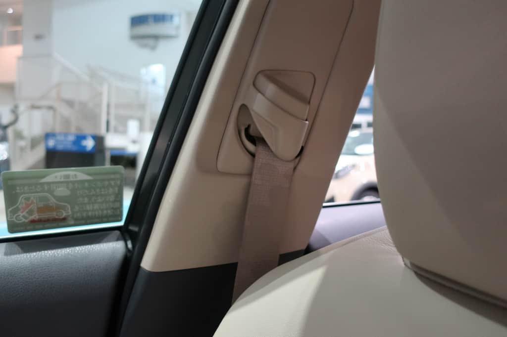 カムリ 運転席シートベルト