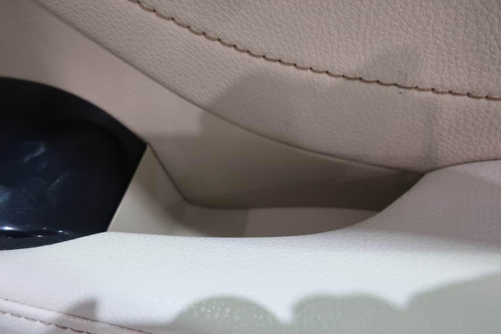 カムリ 運転席ドアポケット