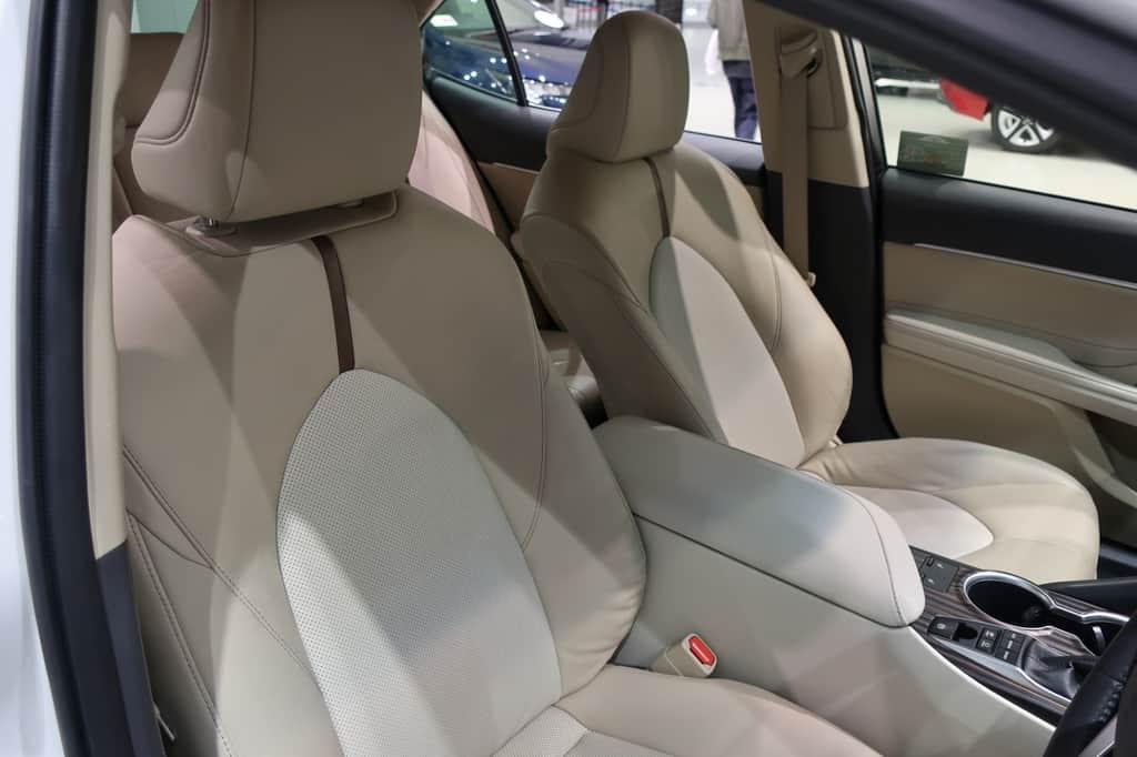 カムリ 運転席から見たフロントシート