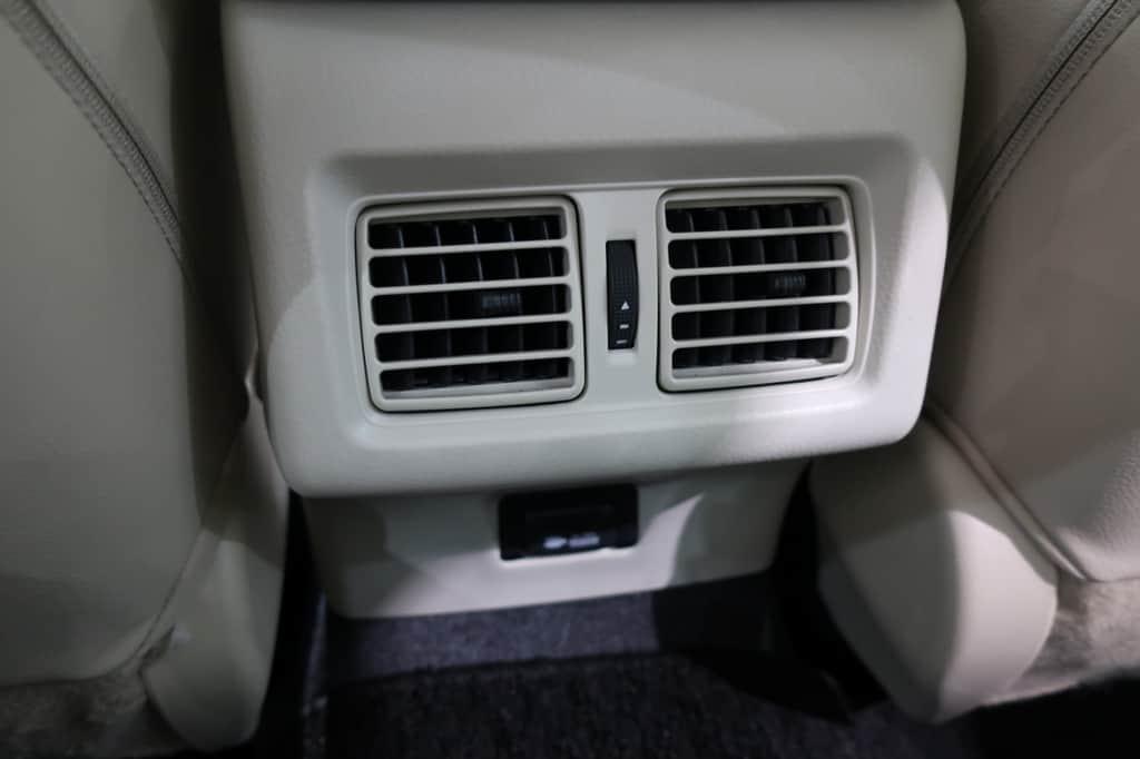 カムリ 後部座席エアコン吹き出し口