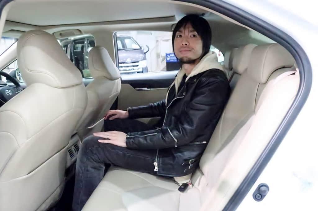 カムリ 後部座席姿勢