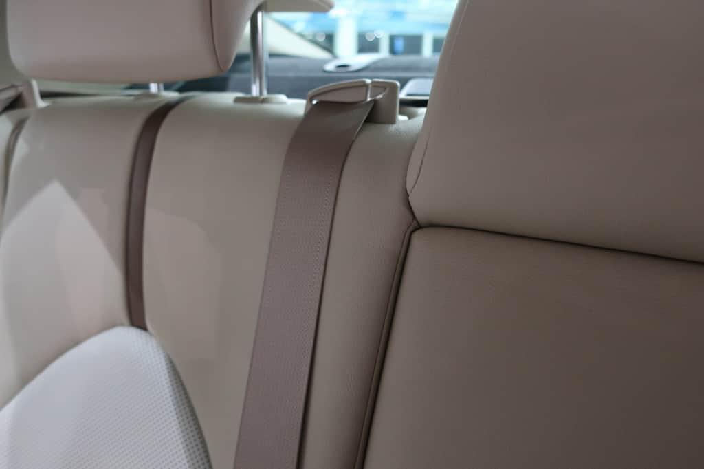 カムリ 後部座席シートベルト
