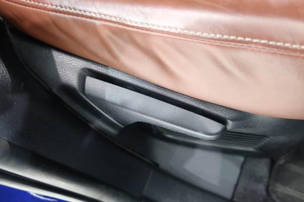 ハリアー 後部座席リクライニングレバー