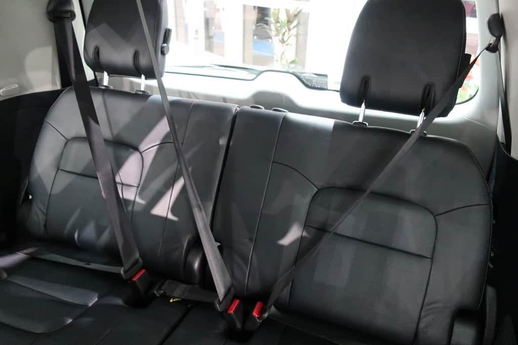 ランドクルーザー サードシート シートベルト