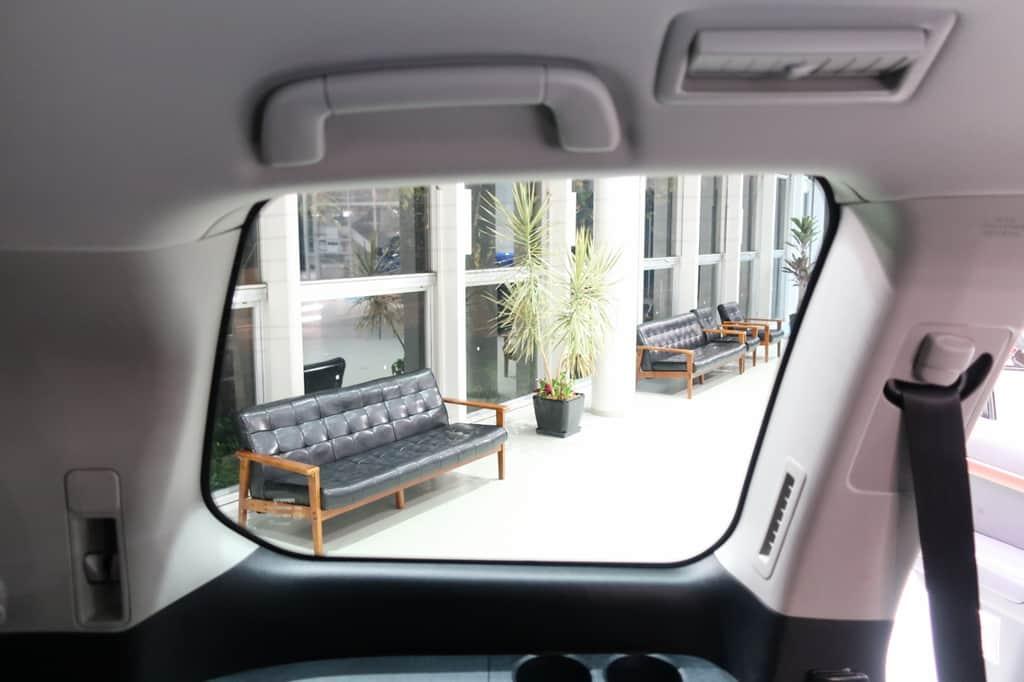 ランドクルーザー サードシート 窓