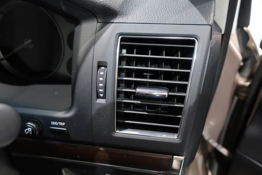 ランドクルーザー 運転席エアコン吹き出し口