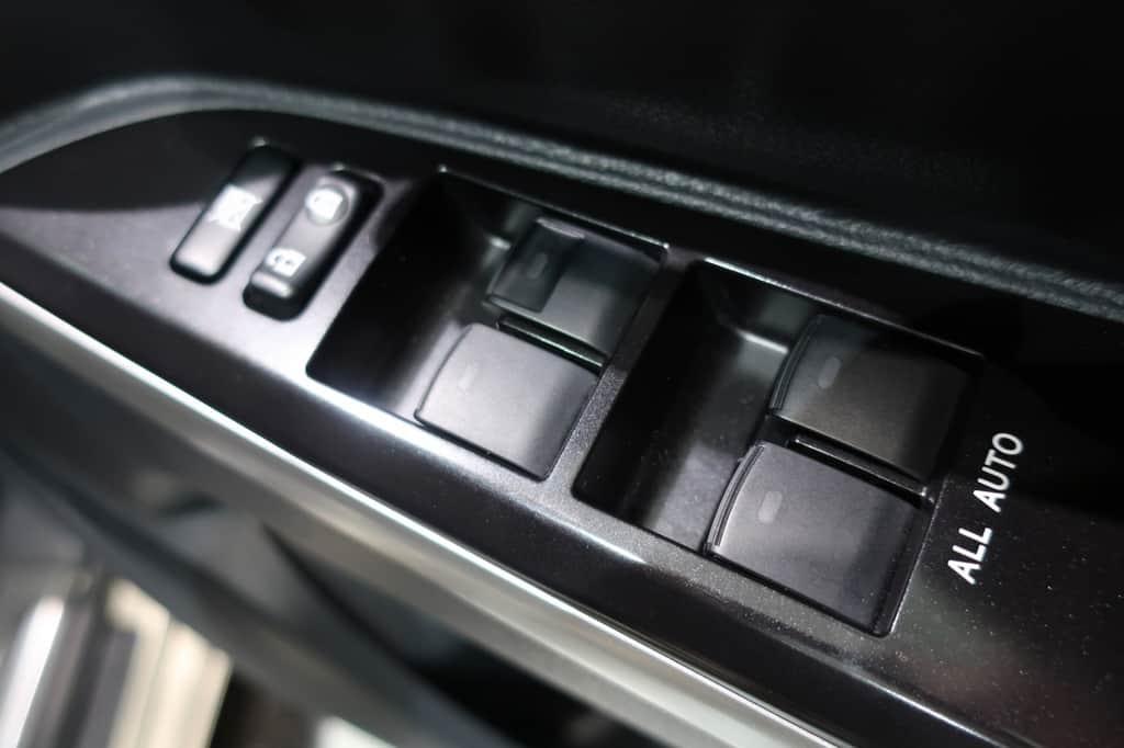 ランドクルーザー 運転席ドアロック、パワーウインドウスイッチ