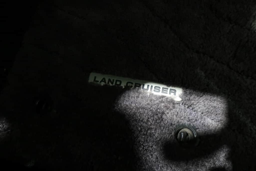ランドクルーザー フロアマット ロゴ