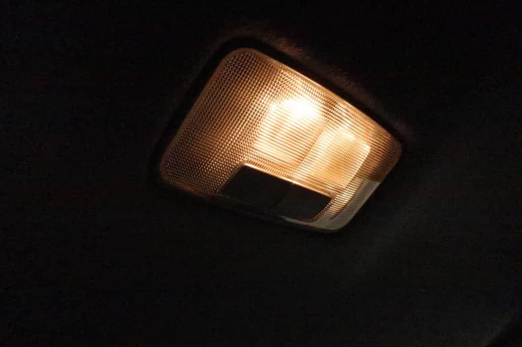 ランドクルーザープラド セカンドシート 室内灯