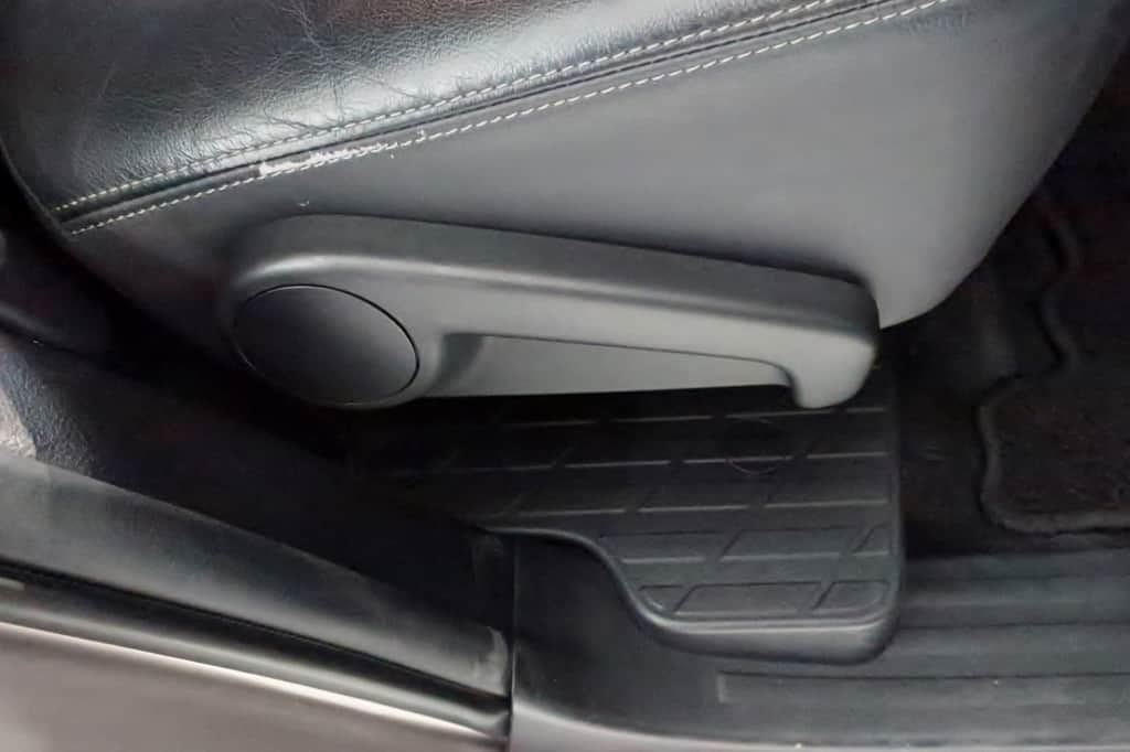 ランドクルーザープラド セカンドシート リクライニングレバー