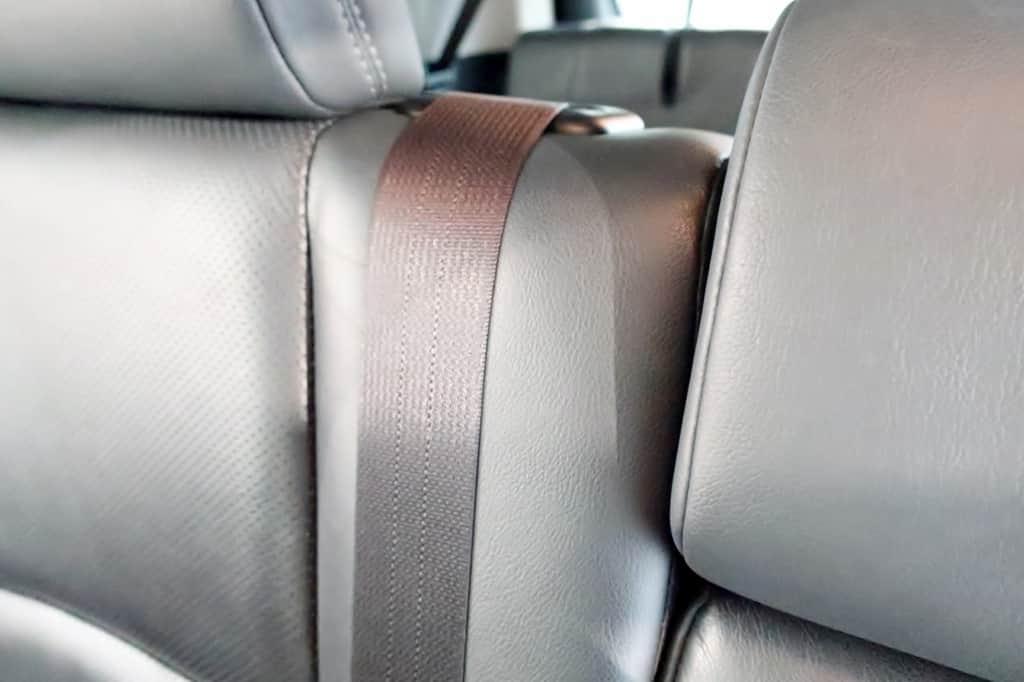 ランドクルーザープラド セカンドシート シートベルト