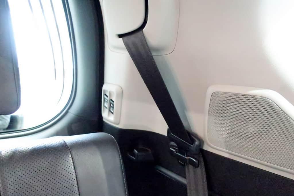 ランドクルーザープラド サードシート シートベルト
