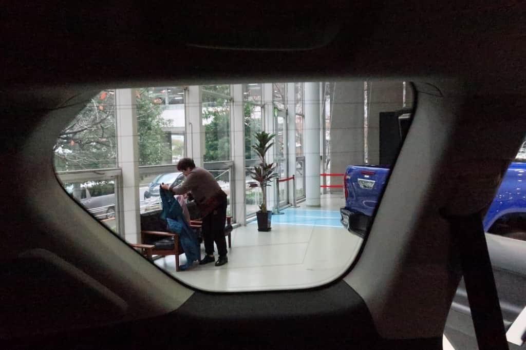 ランドクルーザープラド サードシート 窓