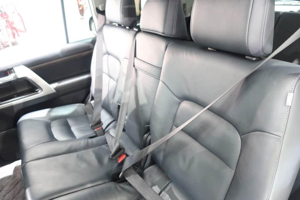 ランドクルーザー 後部座席シートベルト