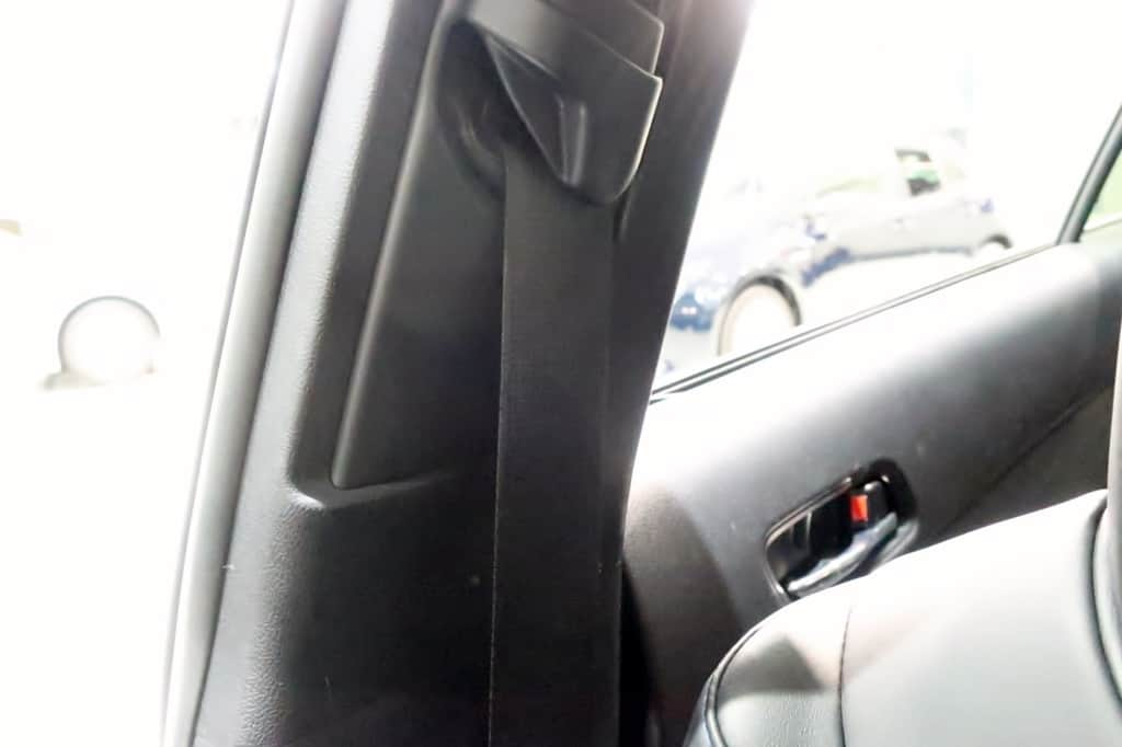 プリウス 50系前期 運転席シートベルト