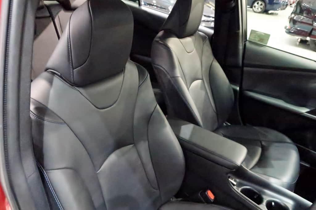 プリウス 50系前期 運転席から見た前部座席